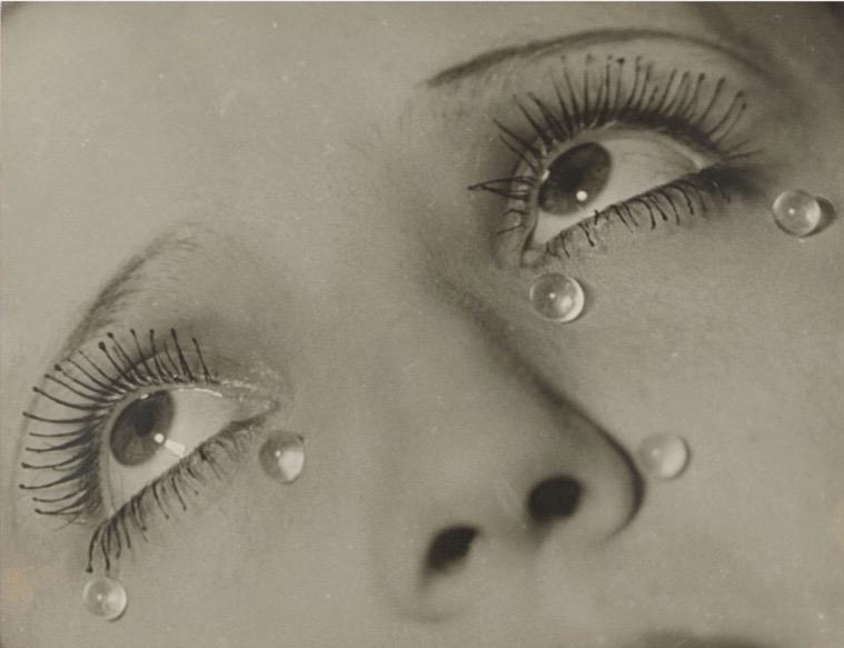 COVID-19 è presente anche nelle lacrime